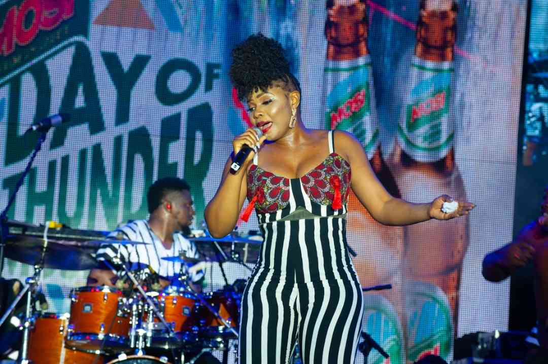 """VIDEO: Yemi Alade Performs """"Knack Am"""" and """"How I Feel"""" at Day of Thunder 2019"""