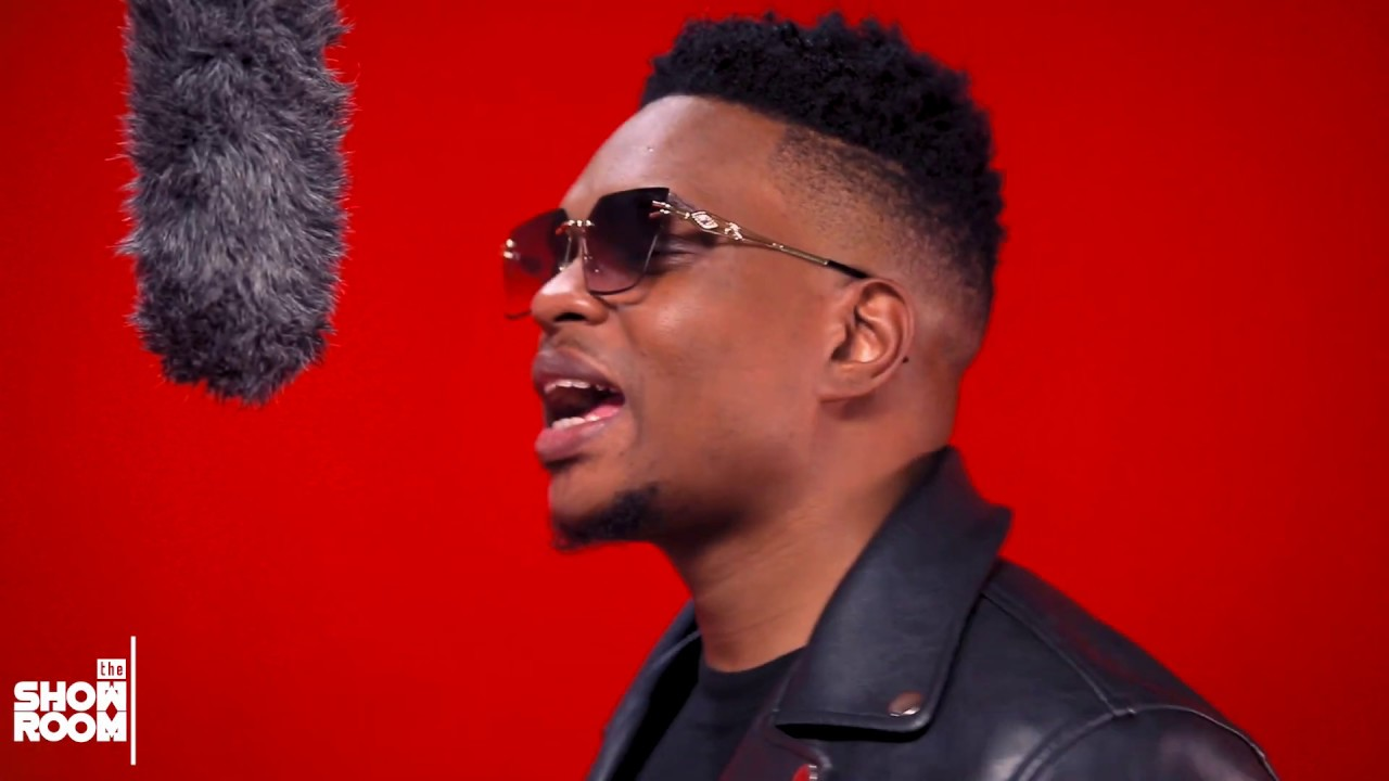 """VIDEO: Bobby East – """"Spaceship (Showroom Session)"""""""